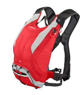La mochila SHIMANO Unzen 6L es perfecta para las salidas en MTB y compatible con los depósitos de hidratación Hydrapack Daypack, por lo tanto es la mochila ideal para practicantes de Enduro, usándola en las subidas para guarda las protecciones a barbuquejo del casco. La mochila Unzen dispone de un corte ergonómico unisex que se adapta a cualquier cuerpo y es muy cómodo. El sistema de tirantes cruzados de tipo arnés con tejido de rejilla ventilado aporta una excelente libertad de movimientos, por lo tanto en las bajadas más rápidas ni te enterarás que la llevas puesta.