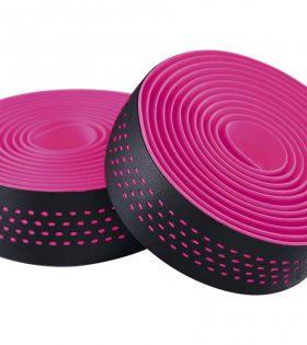 Fabricada en micro fibra perforada Optimiza la absorción de vibraciones y mejora el agarre y el confort Adhesivo 3M