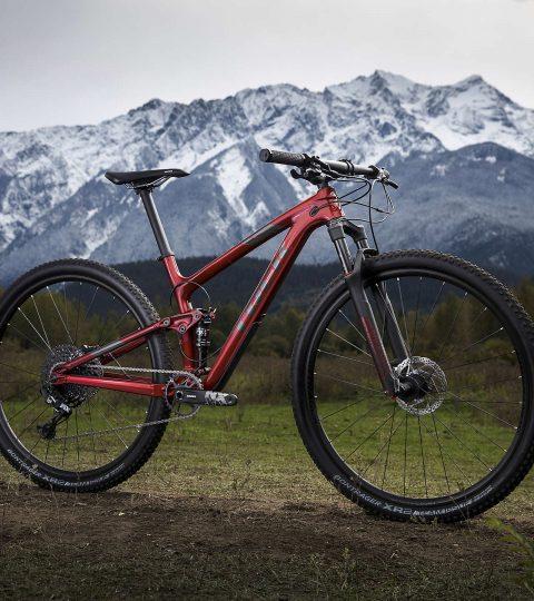 Bicicleta Trek Top Fuel 9.7 color  Rage Red